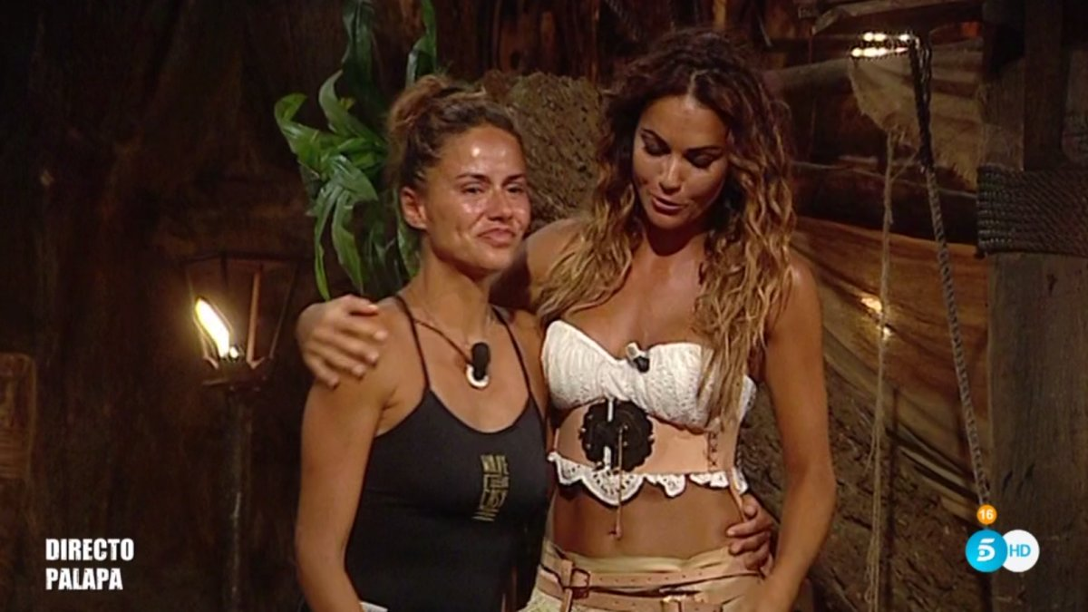 Mónica Hoyos junto a Lara Álvarez en la Palapa de 'Supervivientes 2019'.