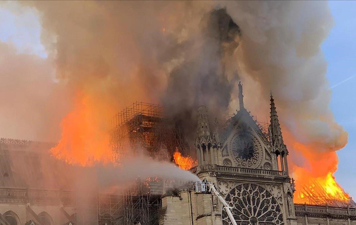 Notre Dame, en llamas.