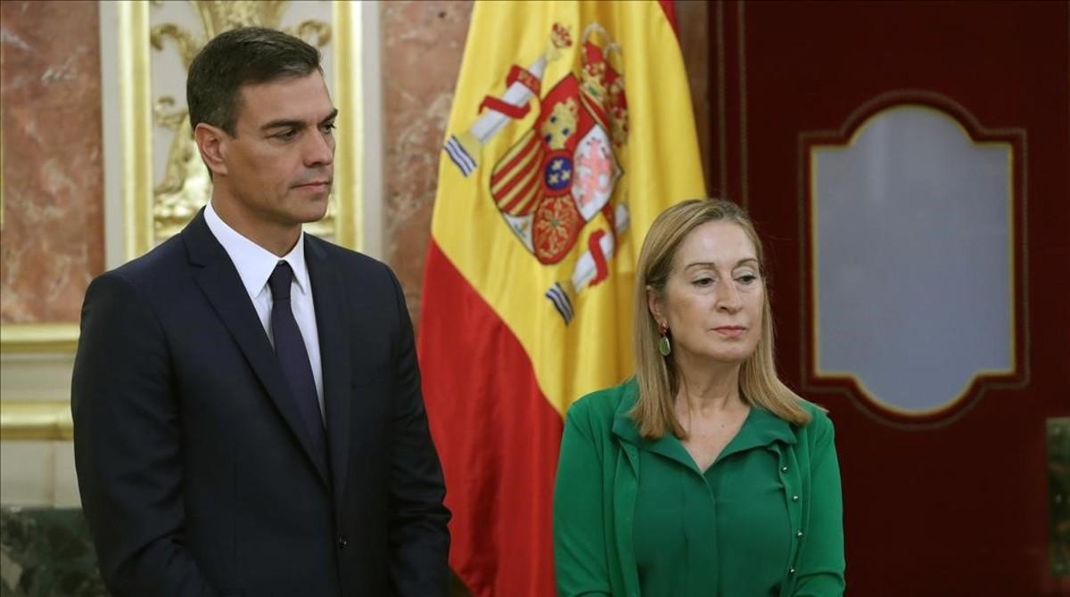 Pedro Sánchez y Ana Pastor, este jueves en el Congreso.