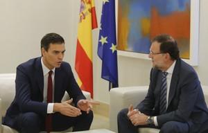 Pedro Sánchez y Mariano Rajoy, durante la reunión que han mantenido este miércoles en la Moncloa.