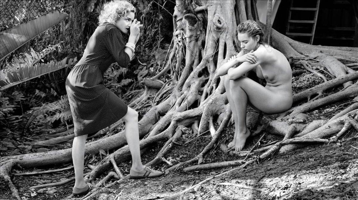 En la imagen, la actriz Julia Garner y Astrid Eika, para el calendario Pirelli.