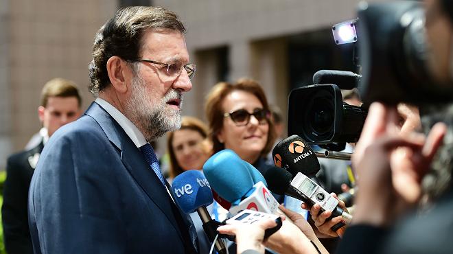El presidente del Gobierno español, Mariano Rajoy, hablando este miércoles ante la prensa en Bruselas.