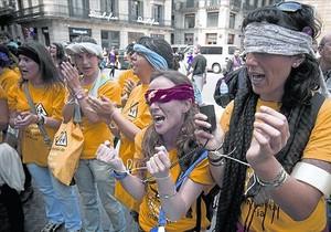 Protesta en la plaza de Sant Jaume contra los recortes practicados a las guarderías, en mayo del 2012.