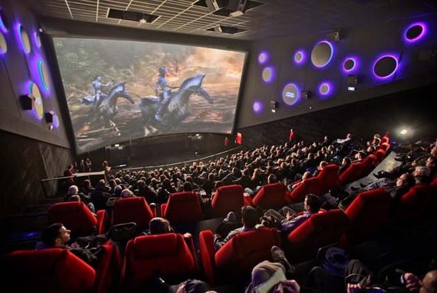 Proyección en una de las salas de los cines FULL HD de Cornellà.