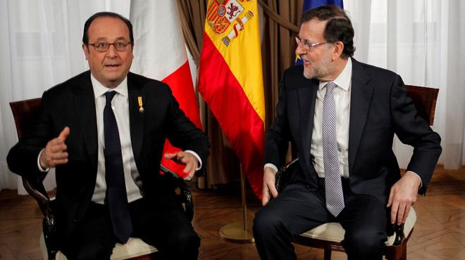 Mariano Rajoy y François Hollande, durante su reunión cara a cara en Málaga, en el marco de la XXV cumbre bilateral.