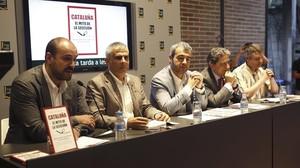Juan Arza (primero por la izquierda), en la presentación del libro Cataluña. El mito de la secesión, con dirigentes del PPC, Cs y el PSC, en el 2015.