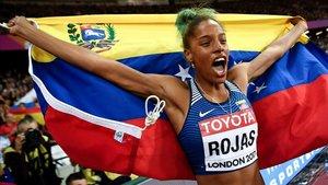 Yulimar Rojas celebra un triunfo en una prueba en Londres.