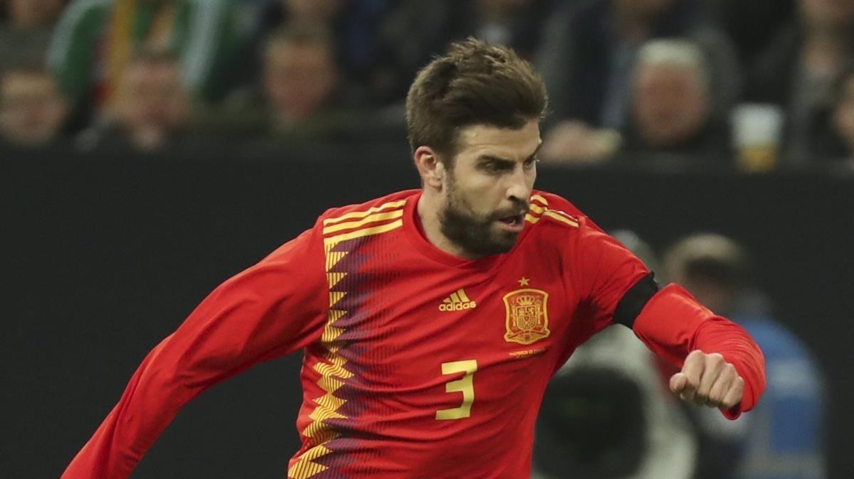 Piqué, en un partido de la selección española.