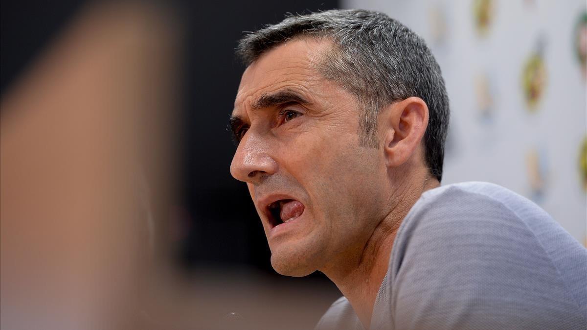 Ernesto Valverde, en una rueda de prensa del Barça.