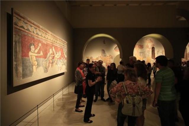 La sala del Románico del MNAC, durante La Nit dels Museus, este sábado.