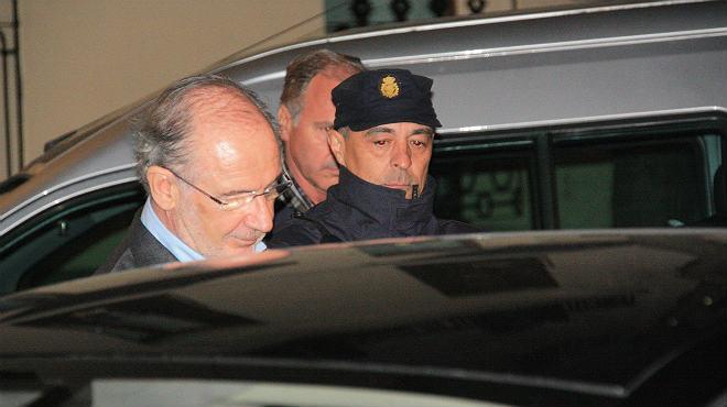 La Guardia Civil ha trasladado a la secretaria de Rodrigo Rato, Teresa Arellano Carpintero, desde los calabozos de Tres Cantos hasta los juzgados de Plaza Castilla para que pase a disposición judicial.