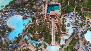Shakira,Piqué y sus dos hijos, Milan y Sasha, pasan unos días de vacaciones en un complejo de lujo en las Bahamas.