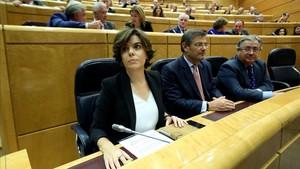 Soraya Sáenz de Santamaría, en la comisión del Senado, poco antes de defender las medidas del 155.