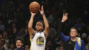 Curry en la victoria de los Golden State Warriors ante Brooklyn Nets.