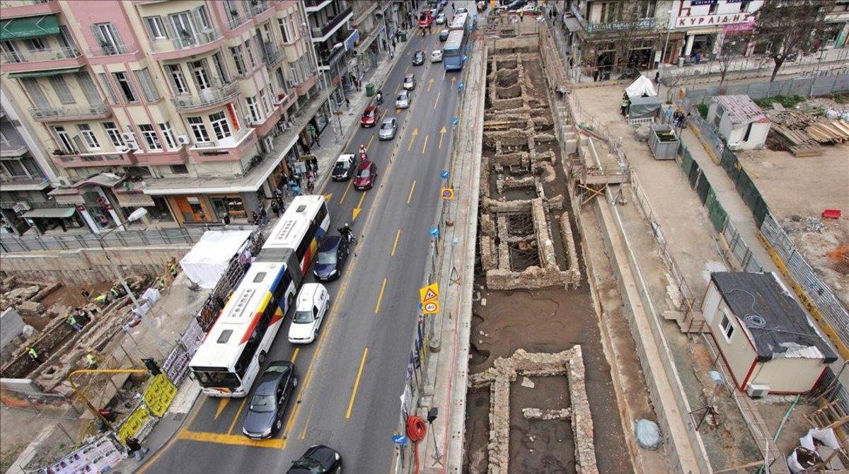 Tramo de la antigua vía romana en Salónica que Mitsozakis quiere trasladar para acabar el metro.