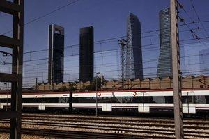 Tren de Cercanías de Madrid en una de las estaciones.