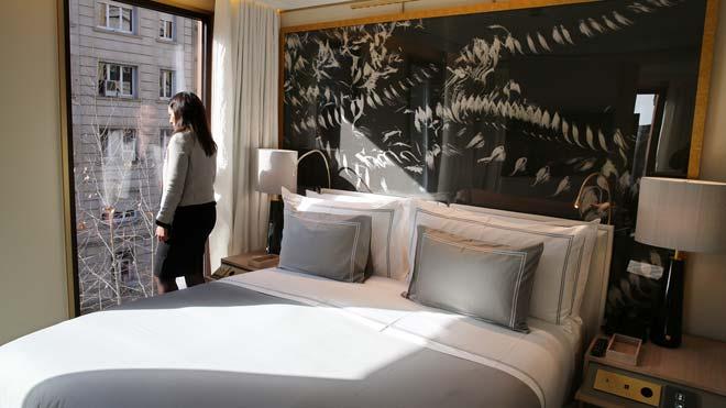 La Generalitat crearà una xarxa d'«hotels refugi» per aïllar turistes positius en coronavirus