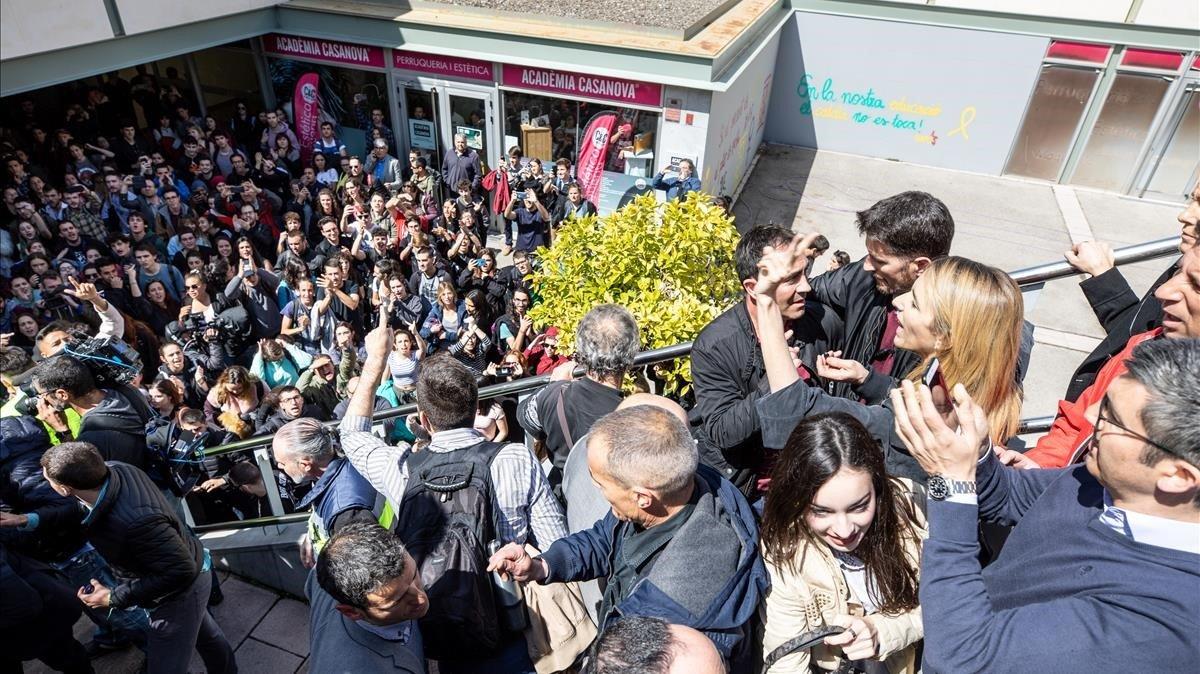 Una imagen de los incidentes en la UAB, durante el intento de boicot a un acto en el que participó Cayetana Álvarez de Toledo.