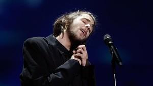 Salvador Sobral actuando en la última edición de Eurovisión en Kiev