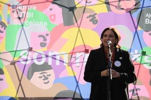 """Colau obre el Centre LGTBI de Barcelona i reivindica ser """"la primera alcaldessa bisexual"""""""