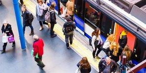 Viajeros de Metro de Madrid.