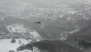Vistas desde un helicóptero de la estación de esquí de Kusatsu, después de la avalancha de nieve provocada por la erupción de un volcán.