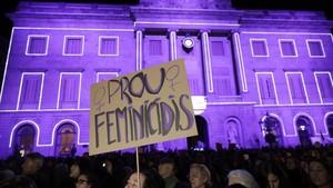 Concentración contra la violencia machista en la plaza de Sant Jaume de Barcelona en noviembre del 2016.