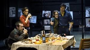 Pablo Derqui, Laura Conejero, Elena Tarrats e Ivan Benet, en una escena de Lànec salvatge.