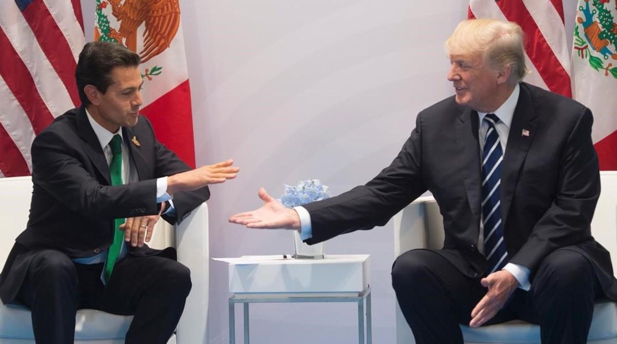 El presidente de México, Enrique Peña Nieto, y el de EEUU, Donald Trump, durante la reunión bilateral que han mantenido en el G20 de Hamburgo.