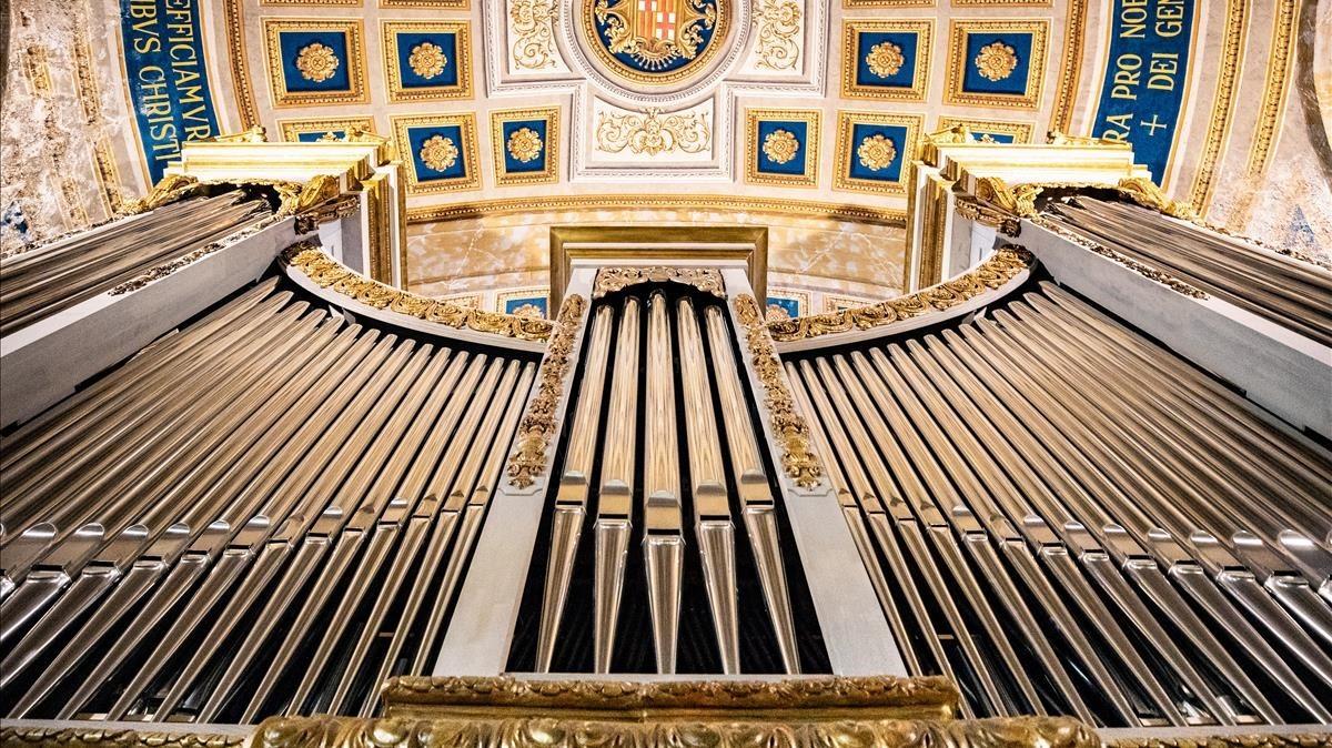 Los tubos principales del nuevo órgano de la basílica de la Mercè.