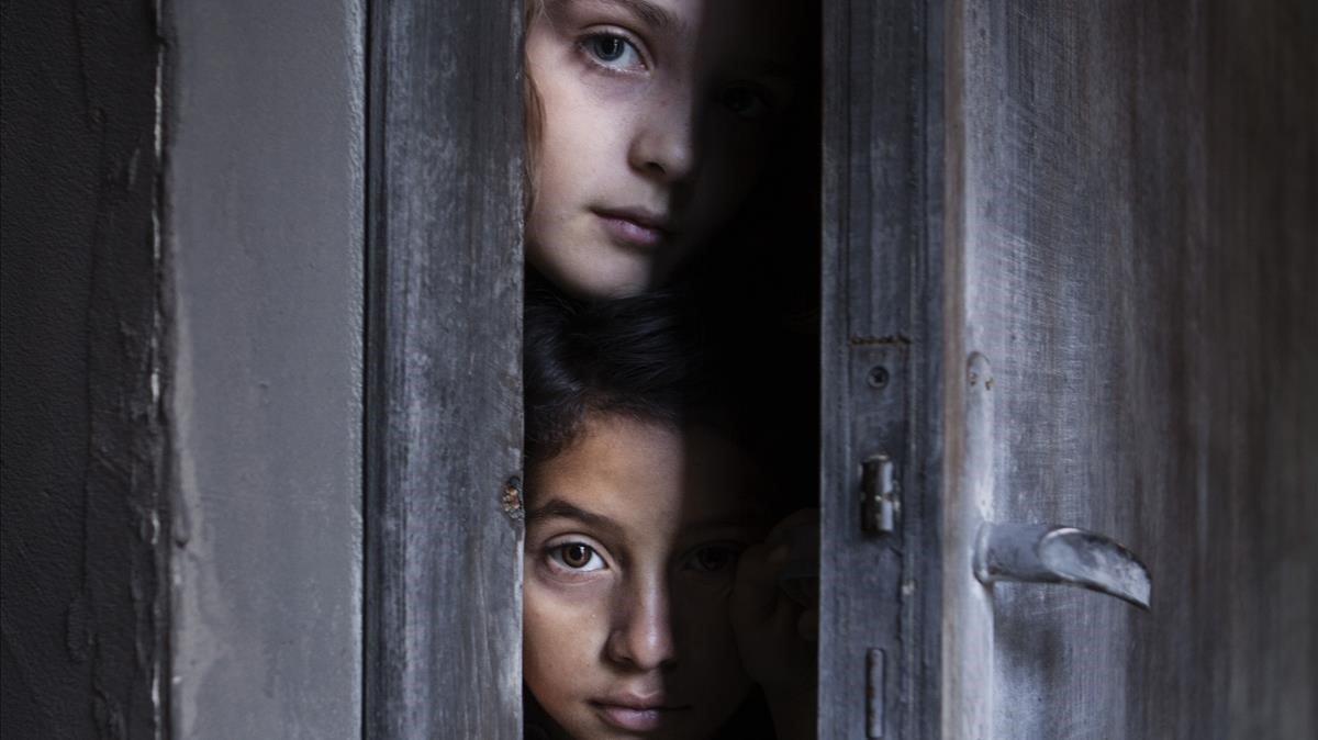Un fotograma de la serie de HBO 'La amiga estupenda', basada en la novela de Elena Ferrante.