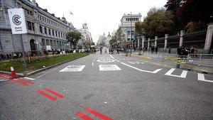 La doble línea roja que marca el perímetro de Madrid Central.