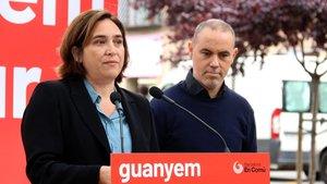 Colau y el concejal de Barcelona en Comú Eloi Badia, en un acto este jueves.