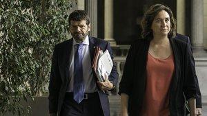 Albert Batlle y Ada Colau, tras la Junta de Seguridad entre el Ayuntamiento de Barcelona y la Generalitat, a mediados de julio.