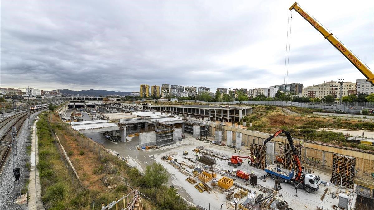 Vista de las obras de la futura estación de La Sagrera con los túneles por donde circularán y pararán los AVE.