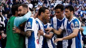 Jugadores del Espanyol celebran un gol al Mallorca, en febrero.
