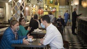 El Govern recula i permet que els bars puguin obrir més tard de mitjanit