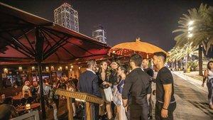 El Govern no fa cas al TSJC i torna a decretar el tancament dels bars a mitjanit