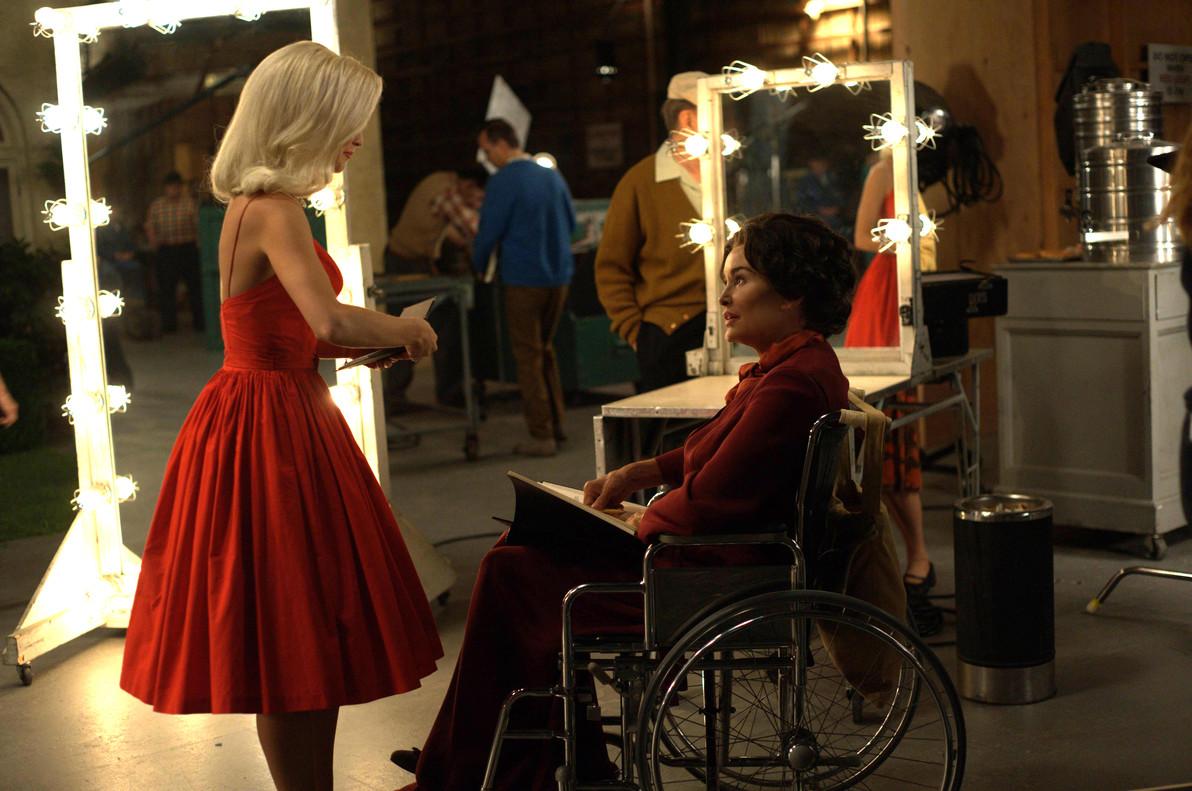 Jessica Lange (sentada), en la serie de HBO