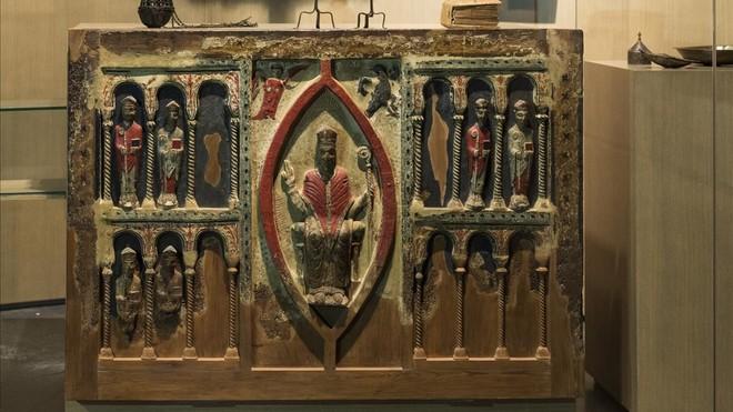 Tres obispos, un juicio civil y 111 bienes sacros en litigio
