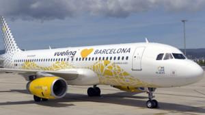 El Airbus A320 de Vueling decorado con los mosaicos de Gaudí, en homenaje a Barcelona.