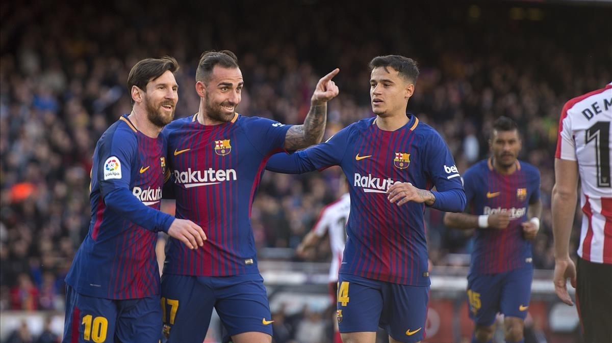 Alcácer celebra el 1-0 y agradece la asistencia a Jordi Alba.