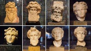 Arriba, cuatro cabezas de Baco en distintas etapas de su vida y, debajo, un Baco joven, un fauno, un sátiro y una ménade.