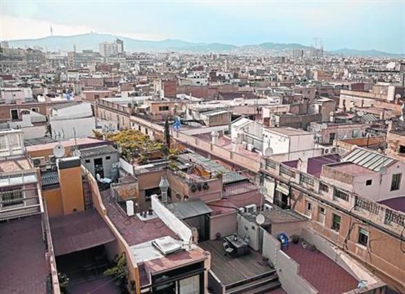 Azoteas de edificios de Ciutat Vella vistasdesde la cubierta de Santa Maria del Mar.