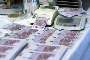 Imagen de archivo,8 millones de euros en billetes de 500 incautados por la Policía de Gandia en 2009.