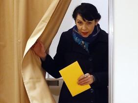 Birgitta Jonsdottir, una de las fundadoras del Partido Pirata, tras votar en Reykjavik.