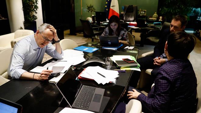 El ministro francés de Economía y Finanzas, Bruno Le Maire durante un descanso de una reunión de videoconferencia del Eurogrupo