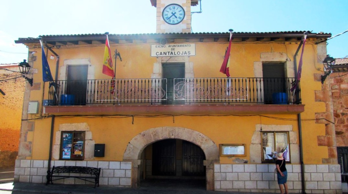 Ayuntamiento de Cantalojas, municipio de la provincia de Guadalara.