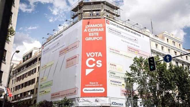 Un cartel de Ciudadanos promete cerrar el grupo WhatsApp de Sánchez y sus socios.