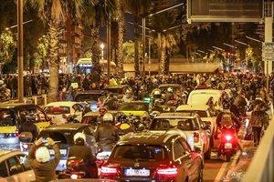 Cientos de conductores atrapados por los manifestantes que hanbloqueadola Ronda del Mig.